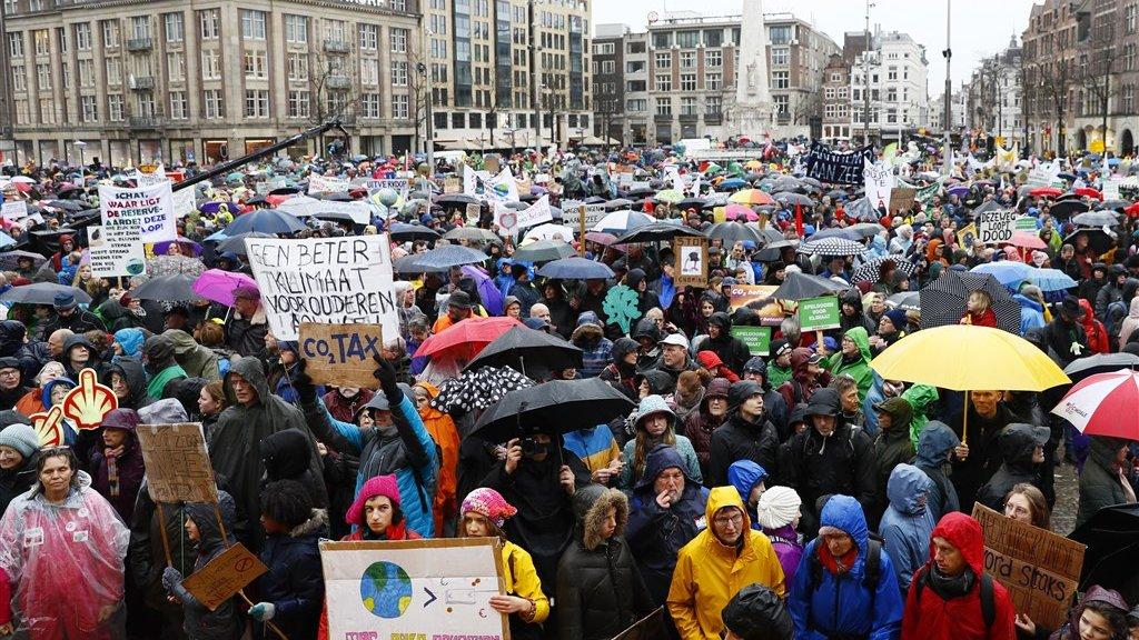 Demonstranten voor aanvang van de klimaatmars.