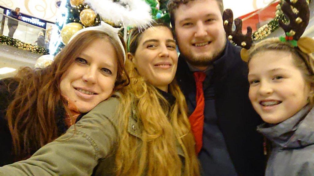 Swanny, haar bonuskinderen Berend en Rowan en haar dochter Nevada.