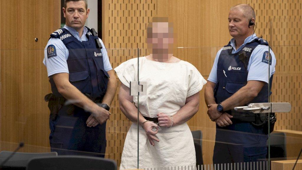 Brenton Tarrant in de rechtszaal (onherkenbaar gemaakt op de vrijgegeven foto, niet door RTL Nieuws)