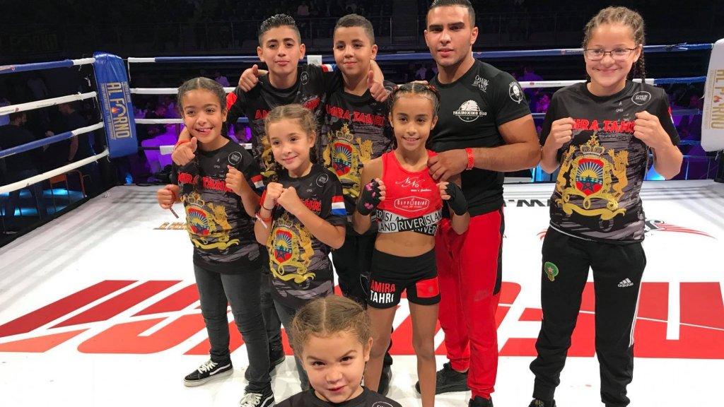 Amira en haar teamgenootjes.