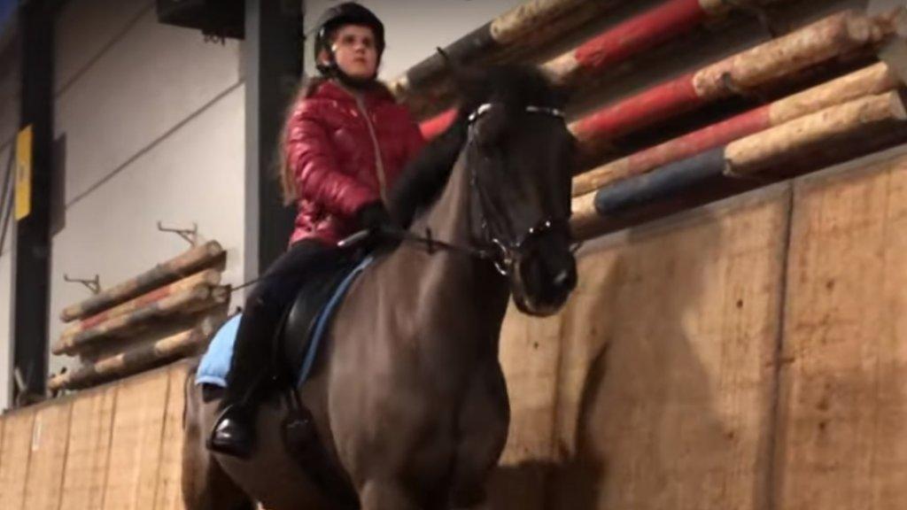 Marina op haar paard Furzey.