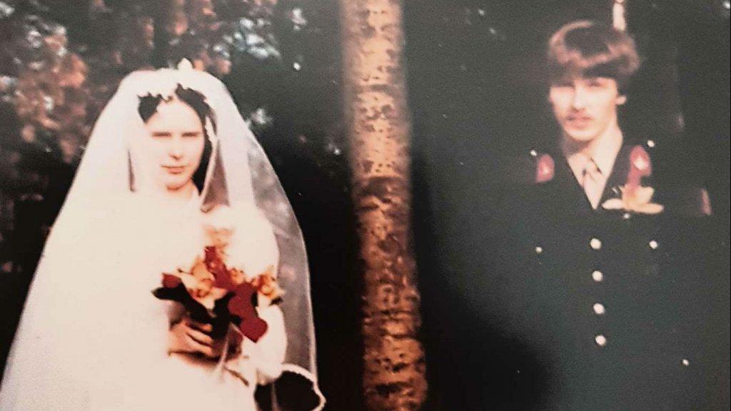 José en Hans op hun trouwdag.