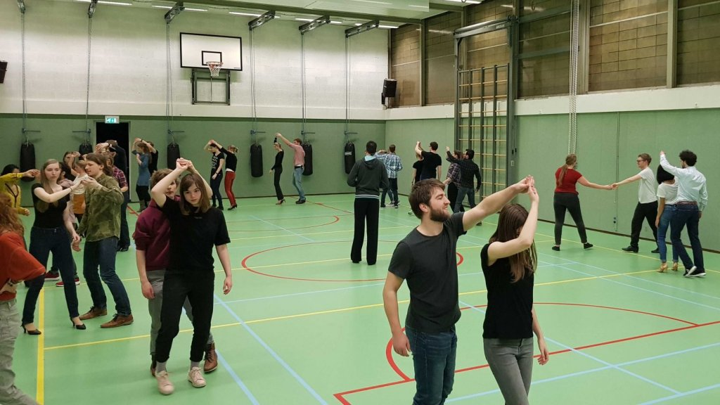 Dansende studenten van S.D.A. Leidance.