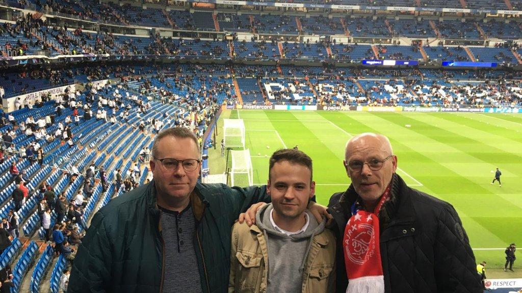 Willy (r) tijdens voor de  wedstrijd Real -Ajax (5 maart)