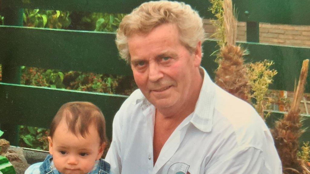 Willem Hoveling deed 'alles' voor zijn kleinzoon Tim.