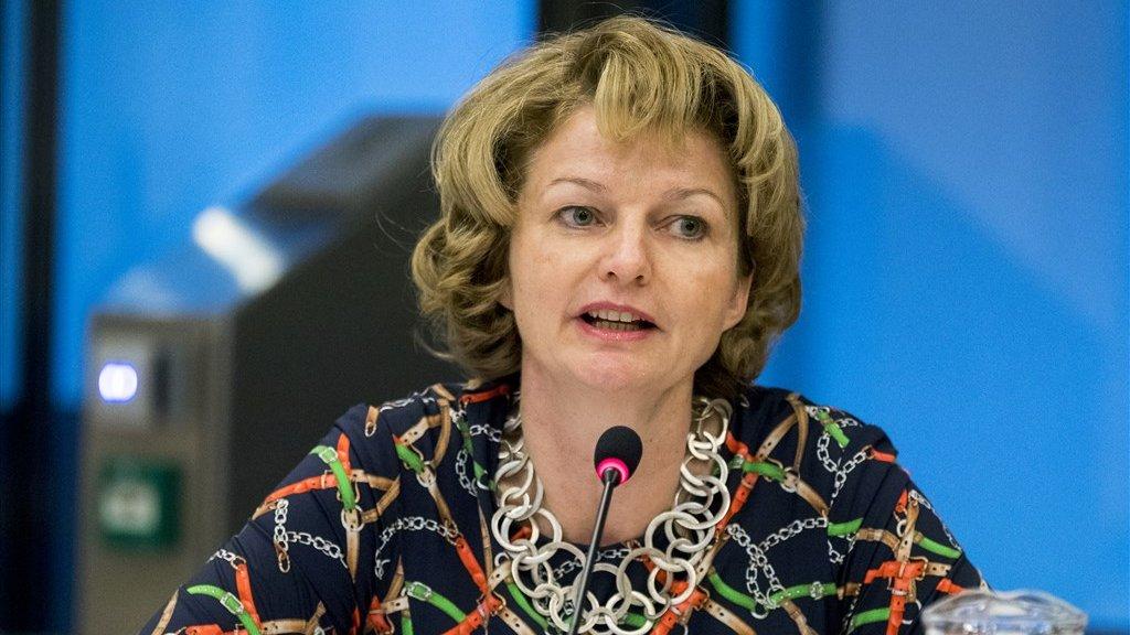 Marjan van Loon, directeur van Shell in Nederland bij een eerdere hoorzitting in de Tweede Kamer.