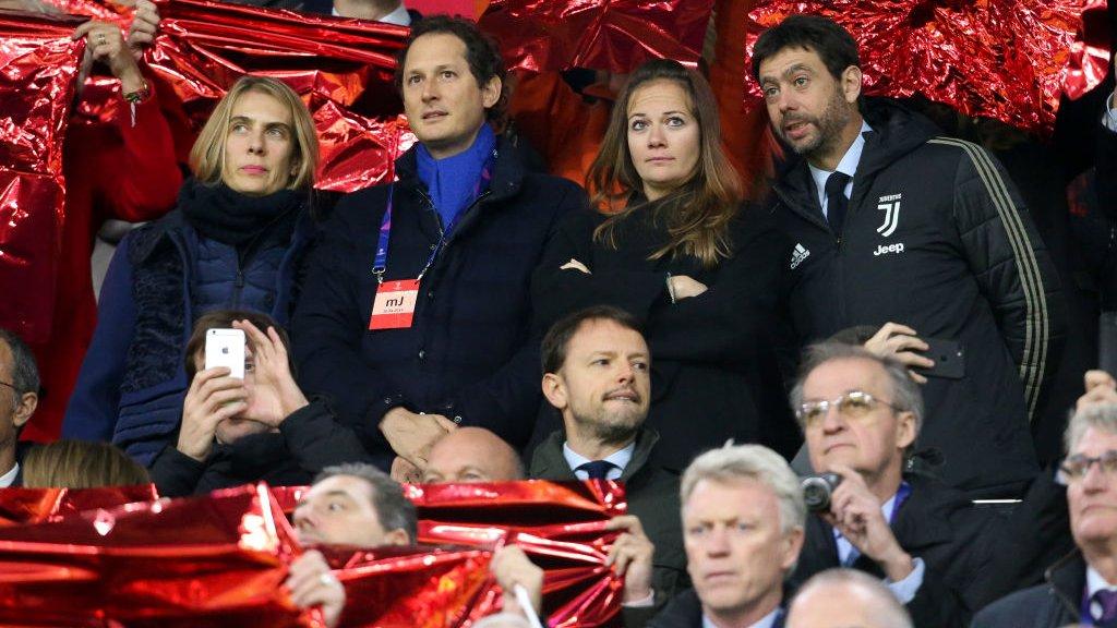Agnelli (r) en zijn partner en John Elkann afgelopen week in de Johan Cruijff Arena.