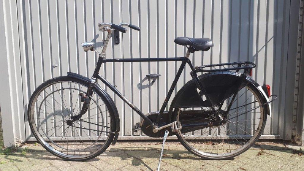De verdachte ging er te voet vandoor. Deze fiets bleef achter.