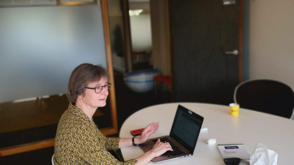Hermien Elgersma aan het werk.