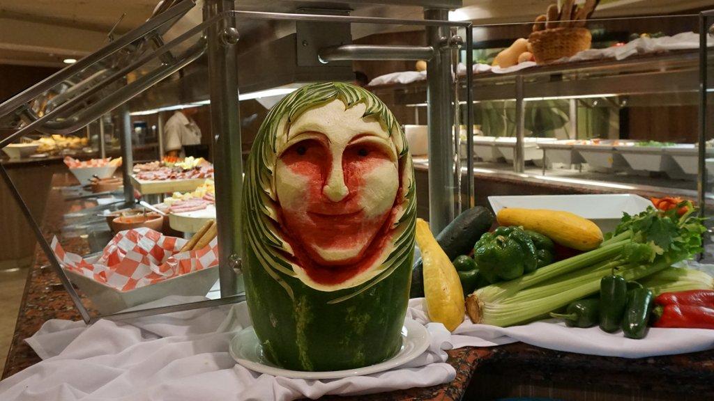 Jon Bon Jovi watermeloen in een van de restaurants