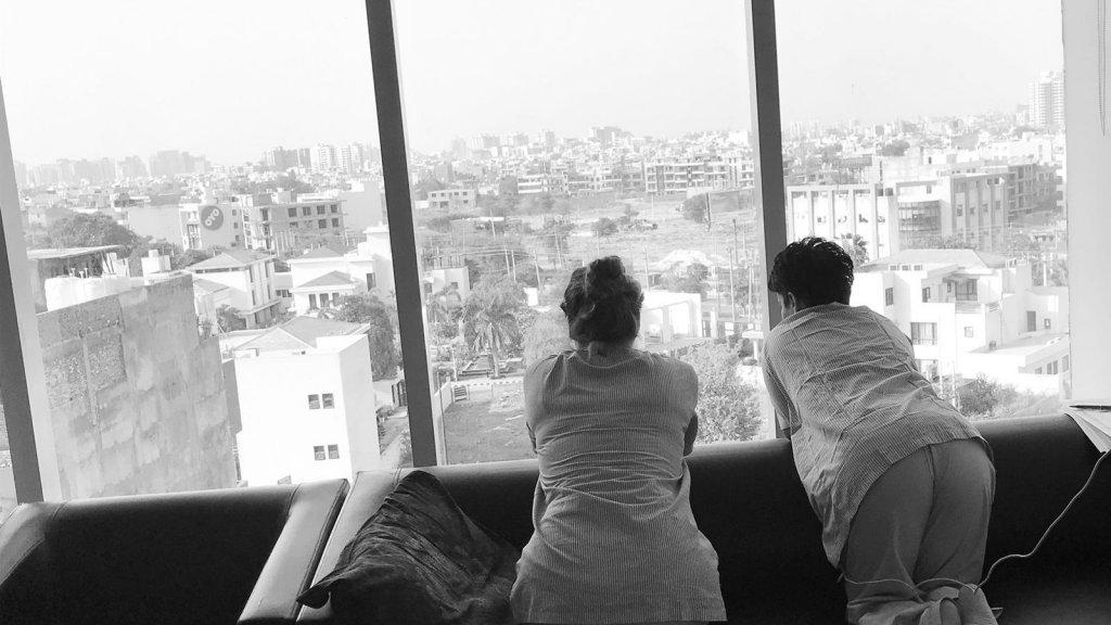 Linda en Leoni in het ziekenhuis in India.