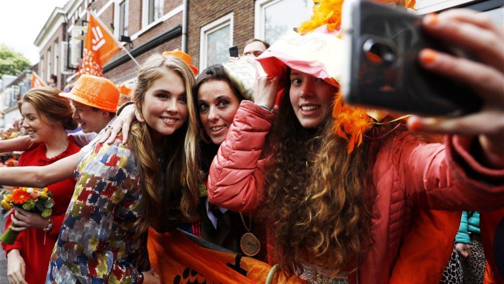 Een selfie met prinses Amalia, dat willen ze allemaal wel in Amersfoort.