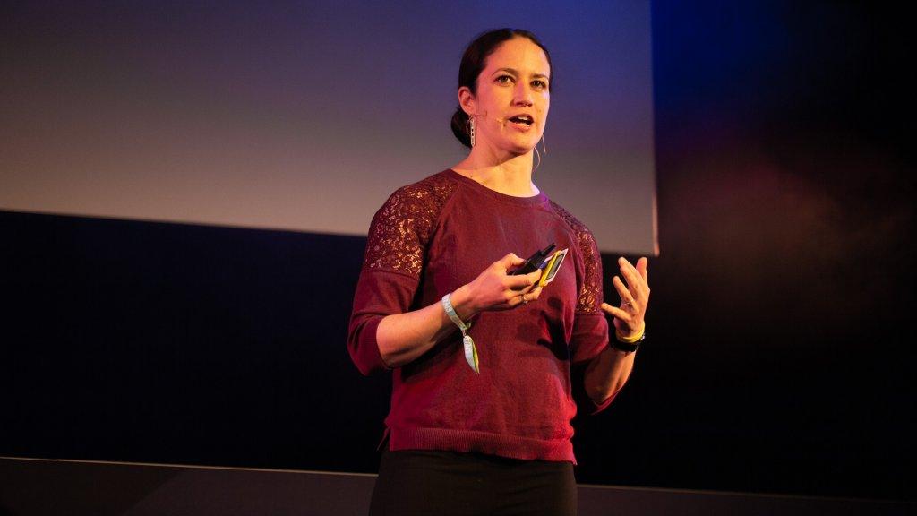 Catherine Price op het podium in Amsterdam.