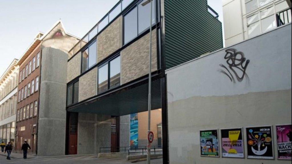 Na: Door Kühne ontworpen zwevend woon-werkpand.