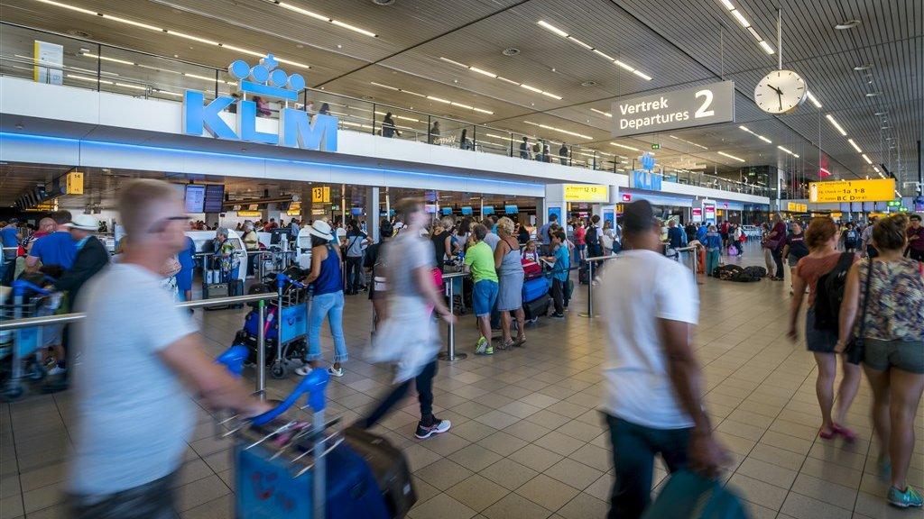 De incheckbalie van KLM op Schiphol.