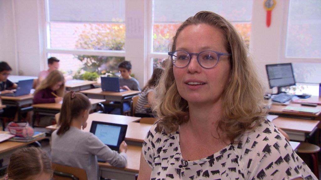 """Lerares Ruth Brinkhorst van Basischool De Boomgaard: """"Wij kunnen als school ook niet controleren wat er met die foto's gebeurt."""""""
