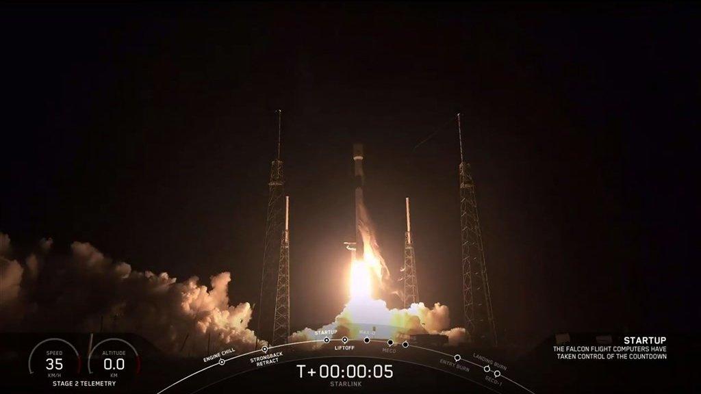 Lancering van de raket van SpaceX met aan boord de satellieten.