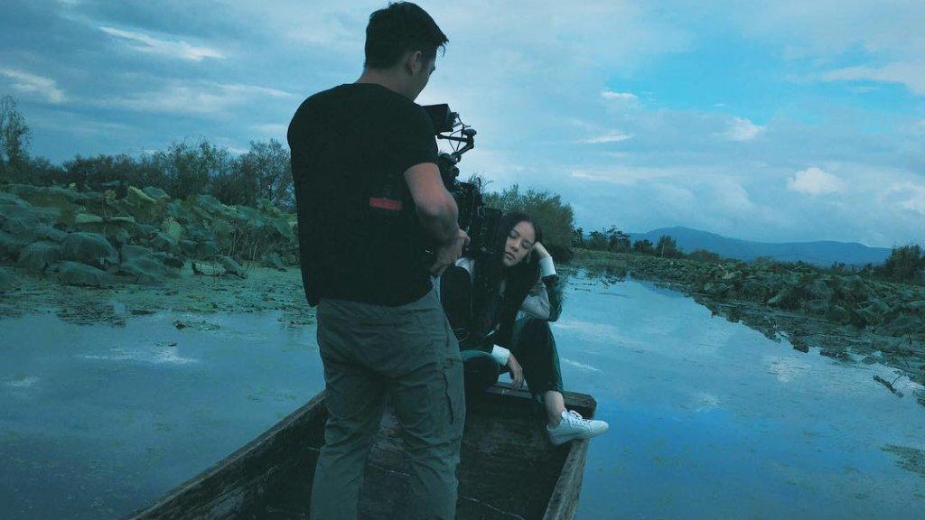 Diana tijdens een videoshoot in Dali