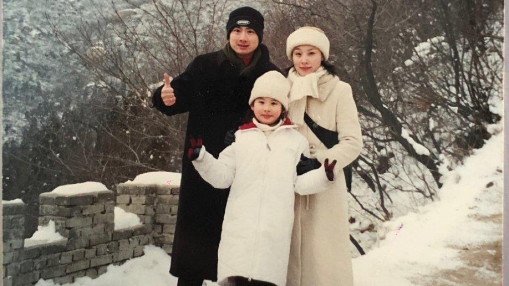Diana met haar ouders in de sneeuw