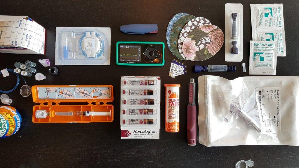 De spullen die Orietta nodig heeft voor haar diabetes.