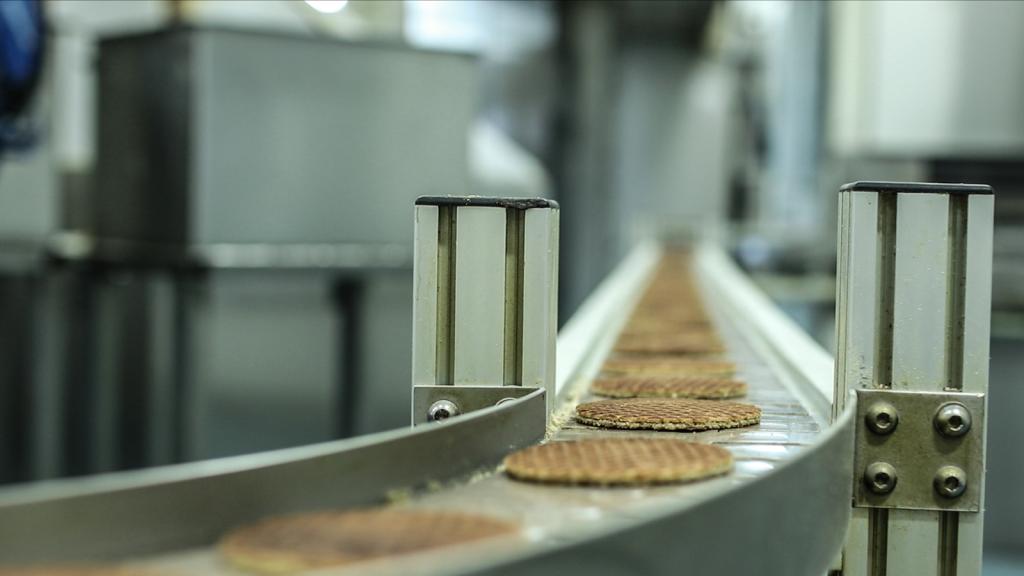 De familie Schep maakt nu nog 12.000 stroopwafels per uur, maar met de nieuwe fabriekshal worden dat er ruim 30.000