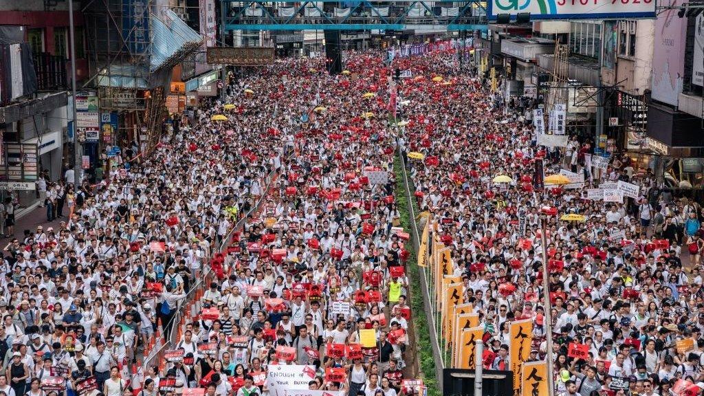 Honderdduizenden mensen gingen de straat op.