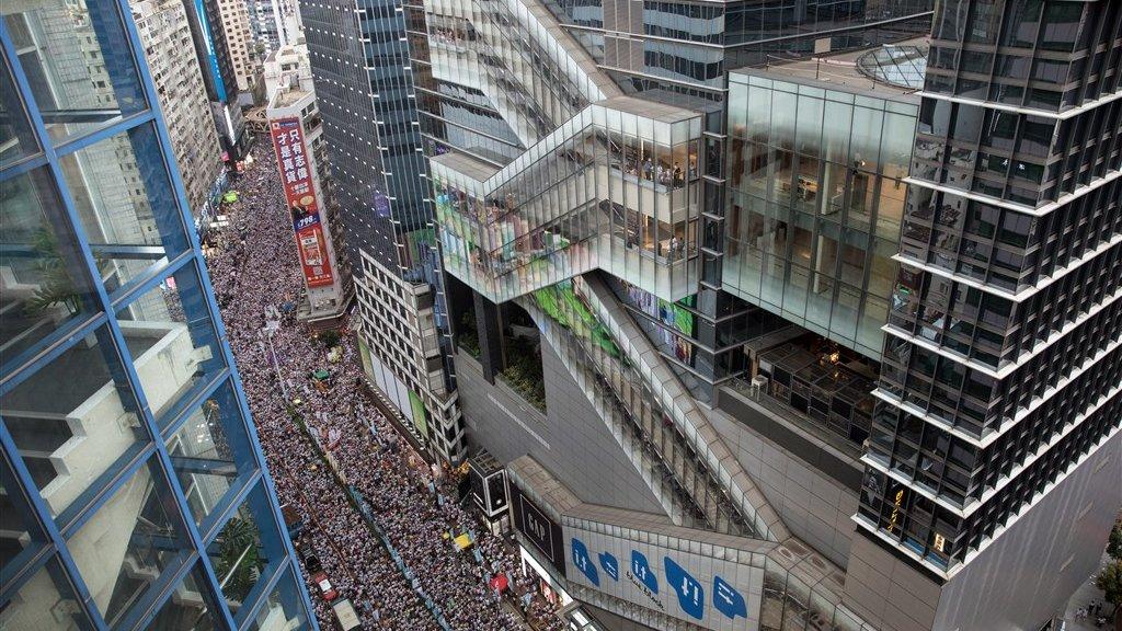 Honderdduizenden mensen op de been in Hongkong.
