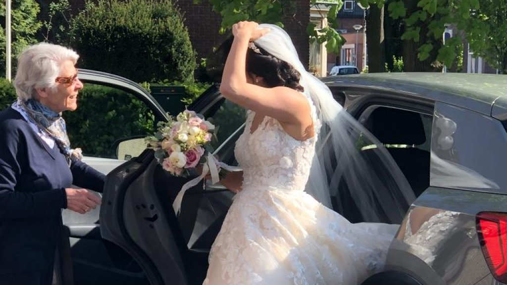 Gezocht: de heldin die Sara een lift gaf op haar eigen trouwdag