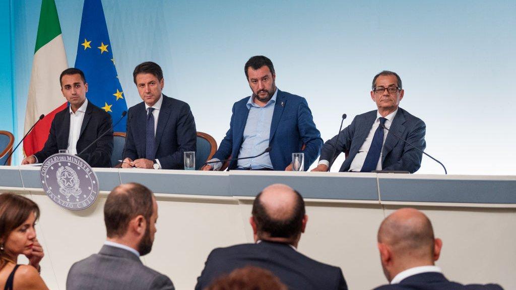 Vlnr: vicepremier Di Maio, premier Conte, vicepremier Salvini en minister van financiën Tria.