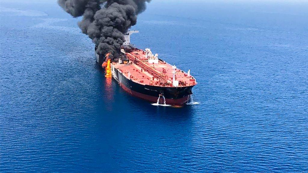 De tanker Front Altair bij een aanval in juni 2019 in de Golf van Oman. Archiefbeeld.