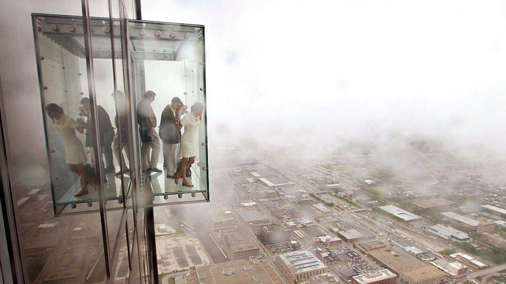 Bezoekers van de Willis Tower op de Skydeck.