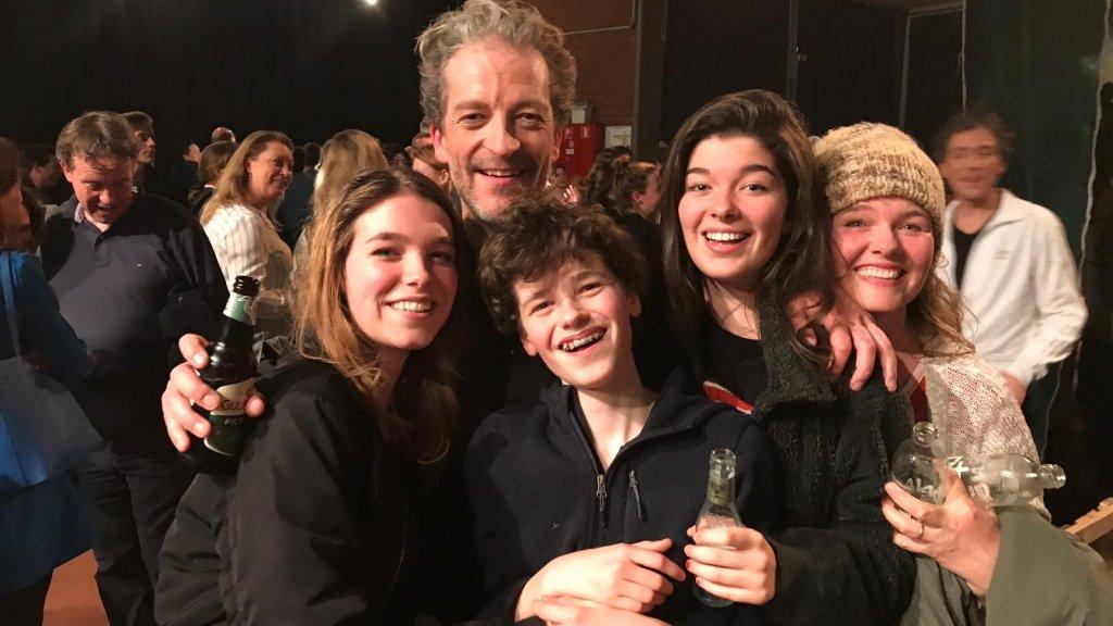 Tim, zijn vrouw en hun drie kinderen.