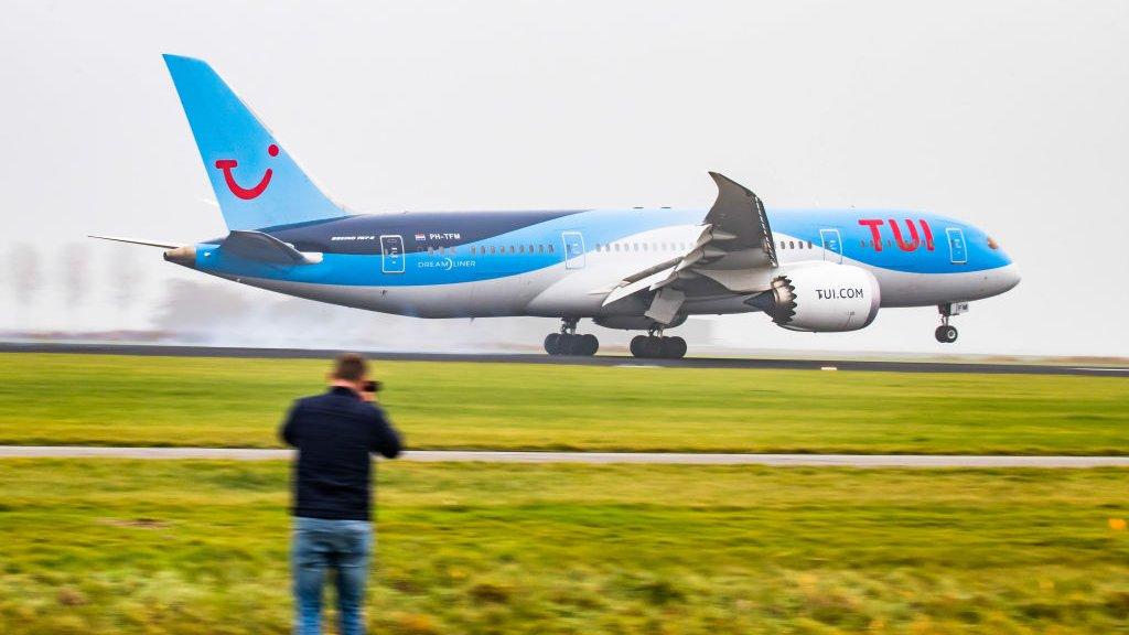 Een Dreamliner op Schiphol.