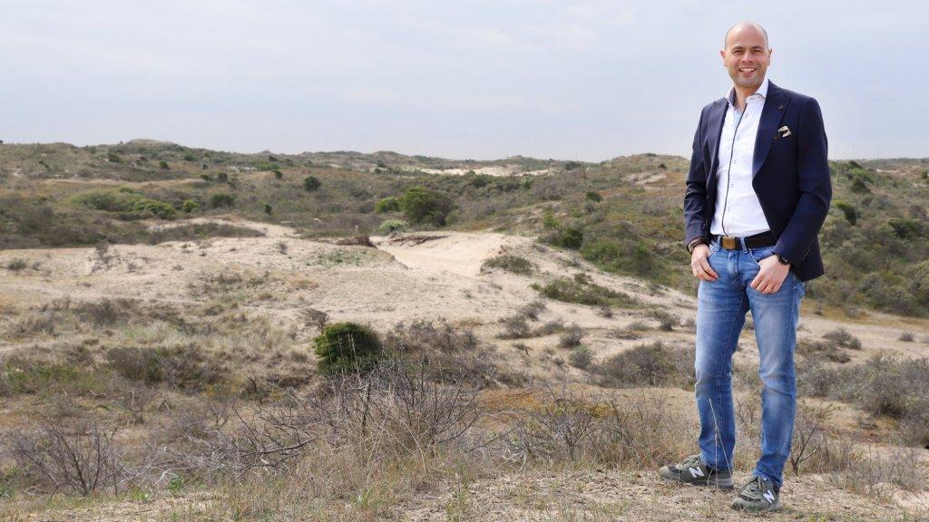 Roderick Göttgens haalt mensen met zijn bedrijf TeamForge graag uit hun comfortzone in de duinen.