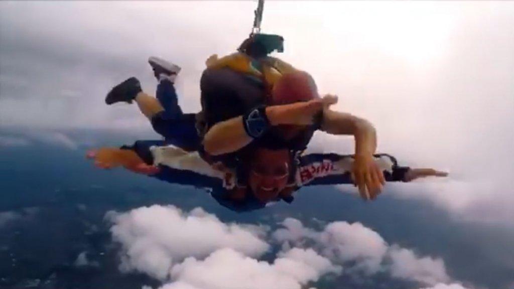 """""""Het was echt heel spannend, maar toen ik uit het vliegtuig sprong had ik het mooiste uitzicht dat ik ooit had gezien."""""""