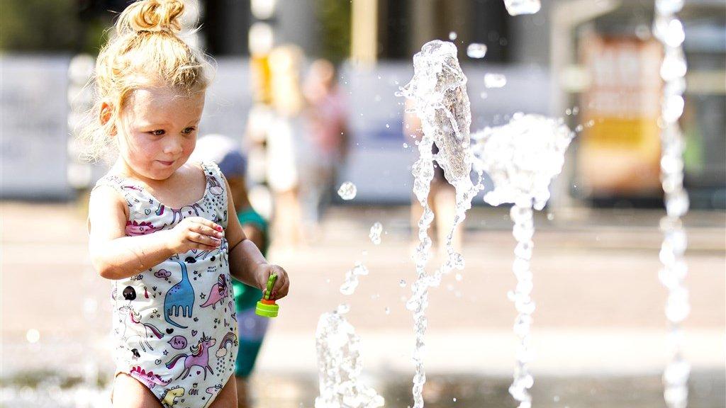Ook fonteinen helpen om de stad te verkoelen