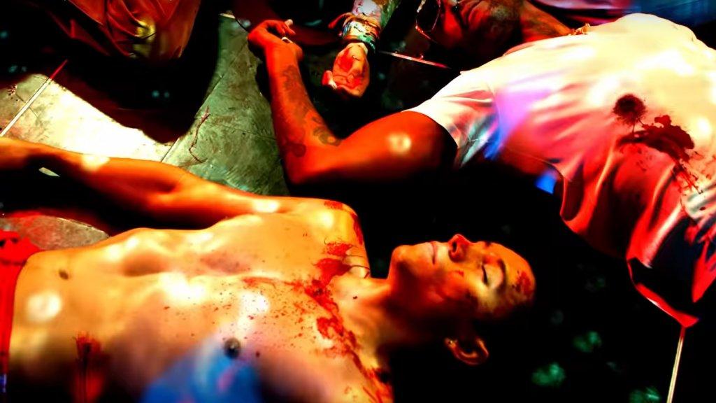 In de clip worden jongeren in een nachtclub doodgeschoten.