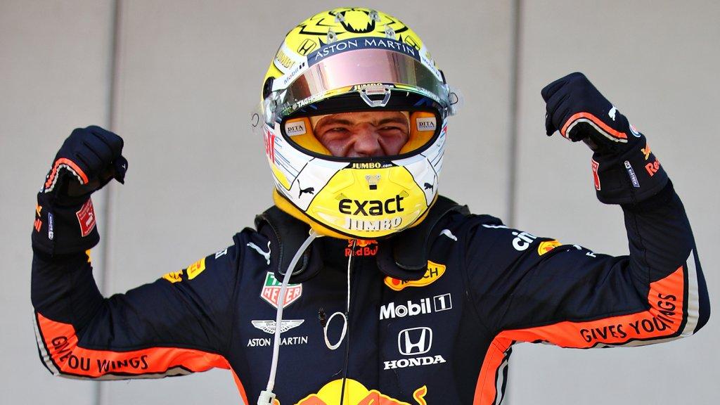 Max Verstappen met sponsor Jumbo op zijn helm.