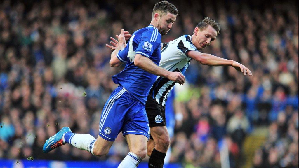 De Jong in actie tegen Chelsea