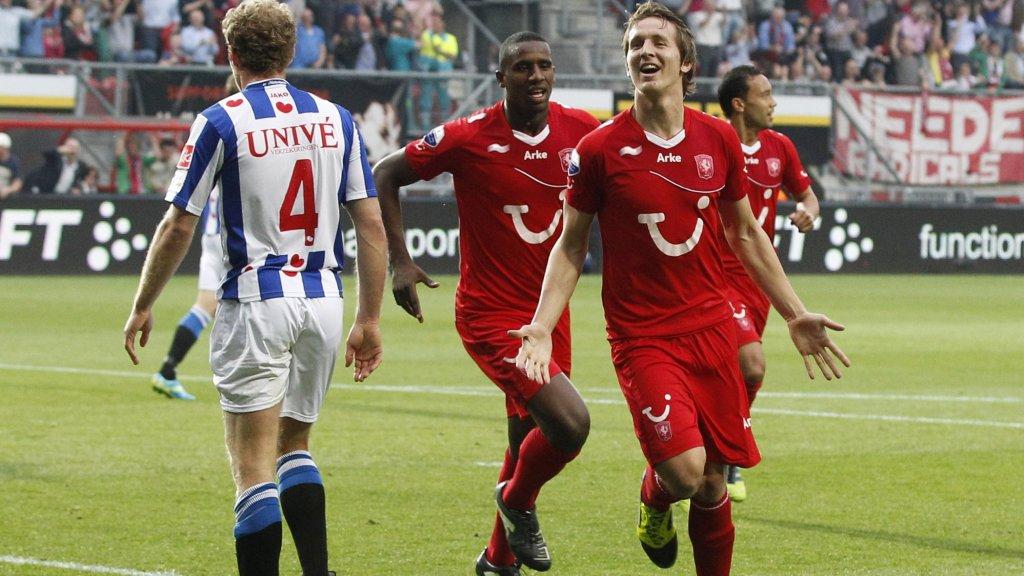Luuk de Jong na een doelpunt voor FC Twente