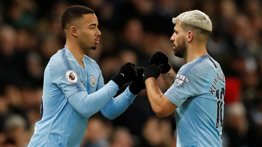 Een beeld dat we afgelopen seizoen te vaak zagen: Gabriel Jesus mag bij Manchester City nog een paar minuten maken als invaller voor Aguëro