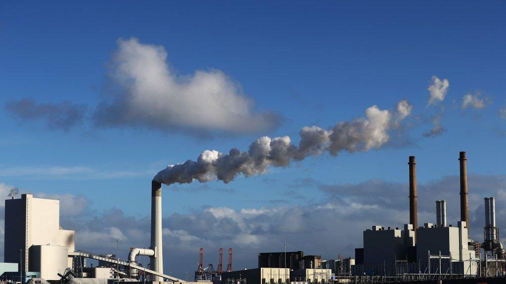 Industrie in de haven van Rotterdam.