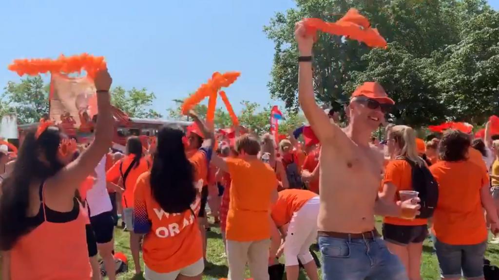 Shirt uit en zwaaien': Oranjefans draaien warm voor WK
