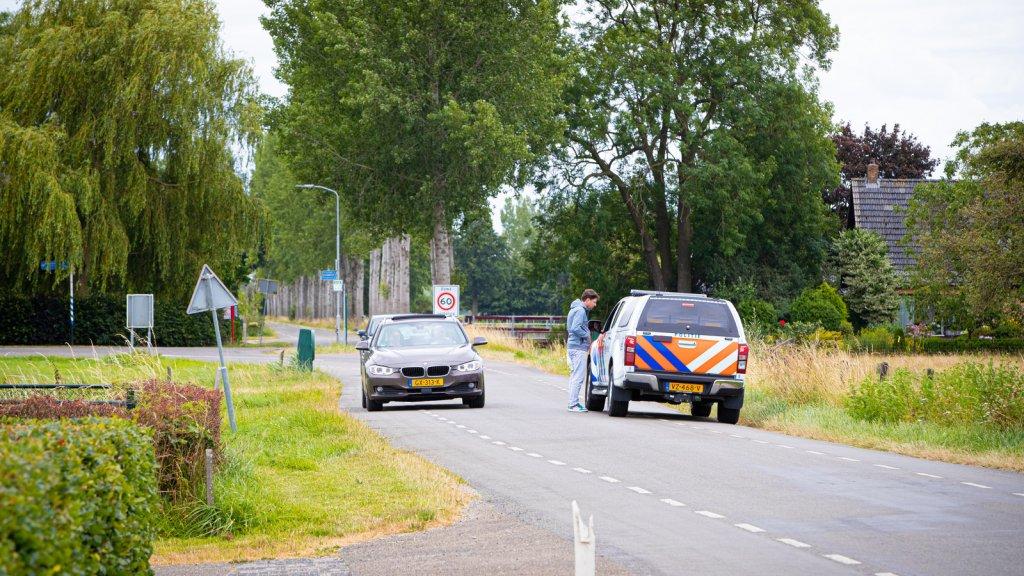 De politie zoekt in Oene naar Loes.