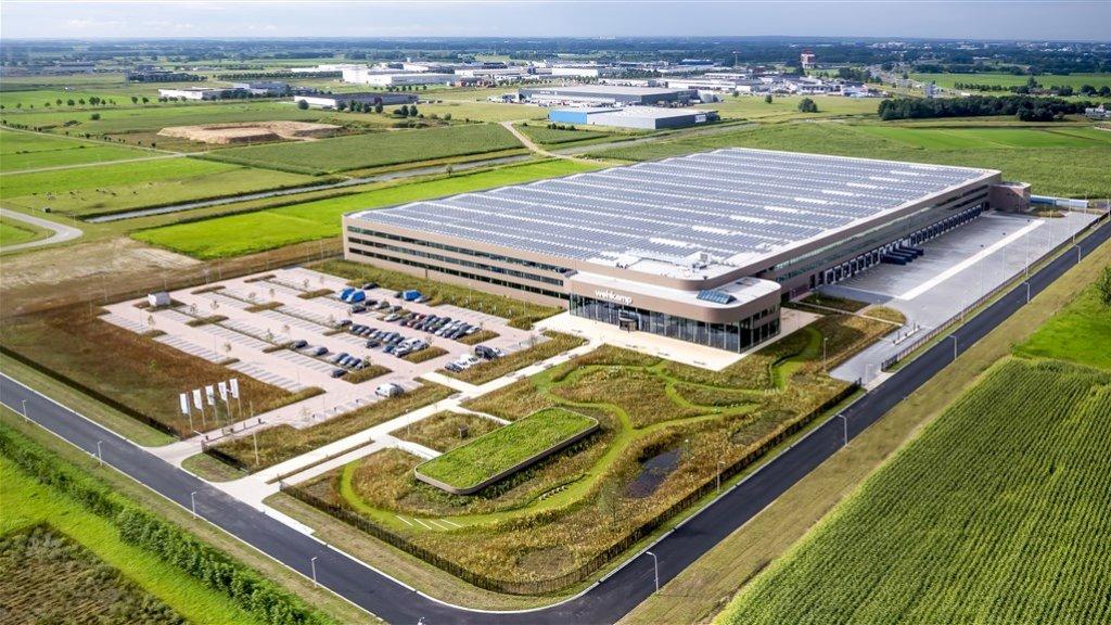 Luchtfoto van het distributiecentrum van Wehkamp.