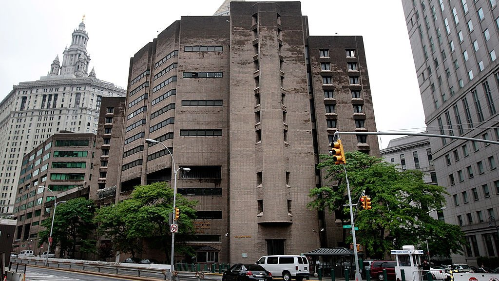 Het Metropolitan Correctional Center in New York, waar Epstein momenteel vastzit.
