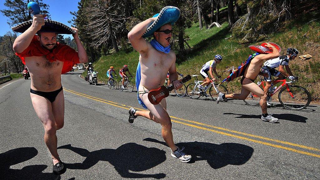 Mannen met weinig kleren, het lijkt een trend in de Tour.