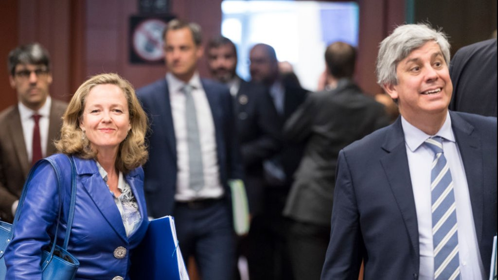 De Spaanse minister van Economische Zaken, Nadia Calviño, kent de weg in Brussel. Rechts huidig voorzitter van de eurogroep Mário Centeno.