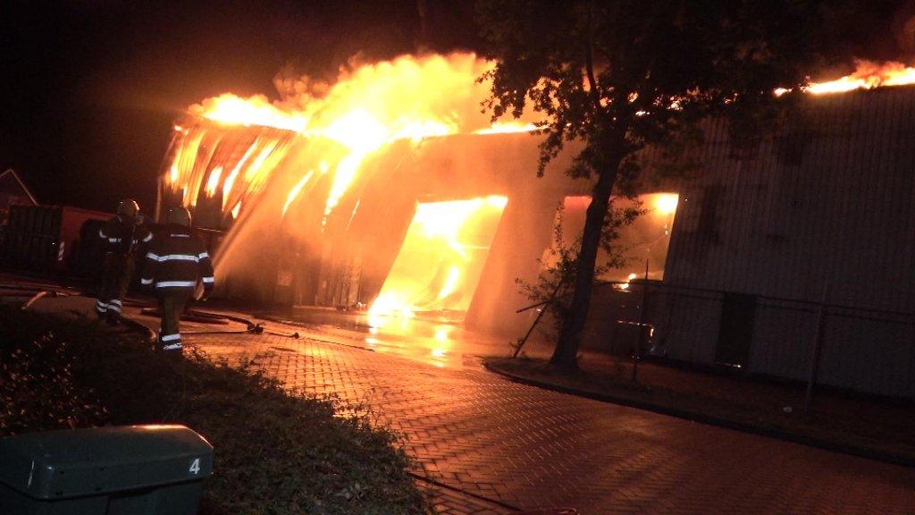 Grote brand bij papierfabriek in Staphorst