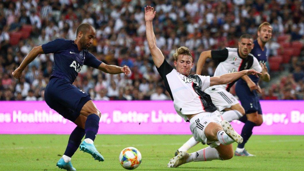 Matthijs de Ligt in actie tijdens zijn eerste wedstrijd voor Juventus. De club uit Turijn verloor van Tottenham Hotspur met 3-2.